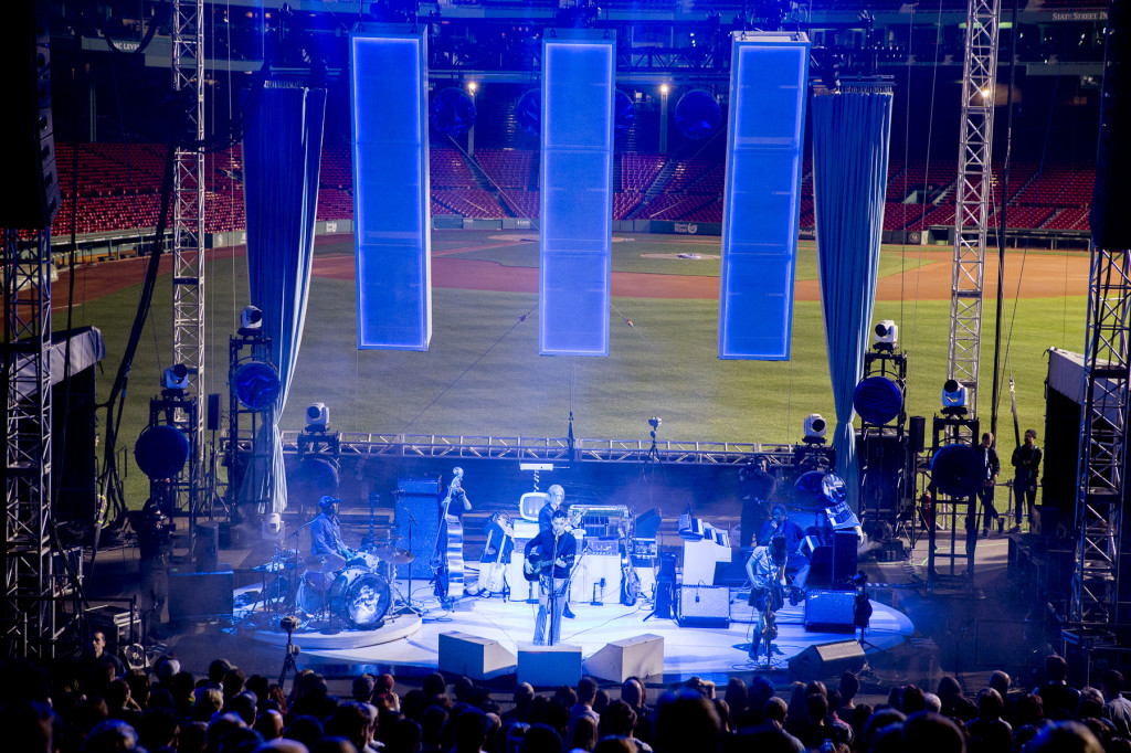Jack White unleashes a riotous guitar solo during his Wednesday show at Fenway